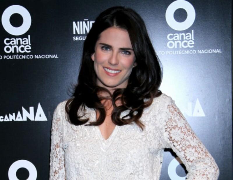 Durante su reciente visita a México, la actriz fue captada con la prueba de amor que le entregó su prometido Marshall Trenkmann en noviembre pasado.