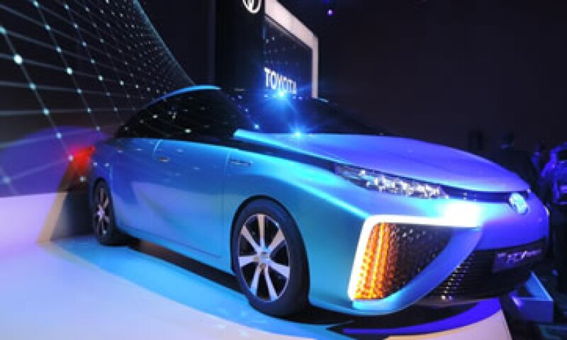Su carrocería en azul eléctrico es muy parecida al Prius. (Foto: Luis Estrada)