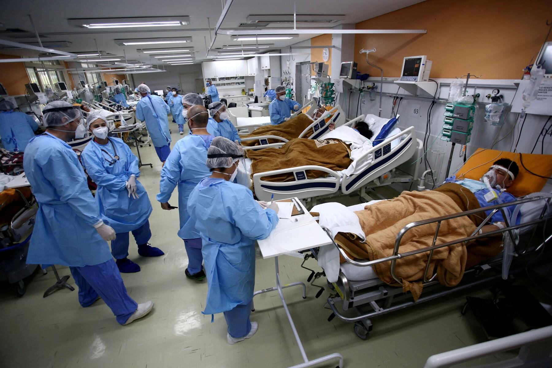 """La pésima gestión de las autoridades de Brasil para hacer frente a la pandemia de COVID-19, sin una acción """"coordinada y centralizada"""", hundió al país en una """"catástrofe humanitaria"""", denunció el jueves la Médicos Sin Fronteras (MSF)."""