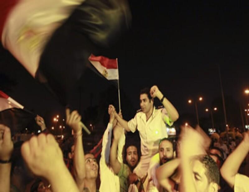El ministro de Defensa, Abdel-Fatah El-Sisi, anunció la deposición de Mohamed Morsi como presidente y que el jefe del Tribunal Supremo asumirá un mandato interino antes de convocar elecciones.