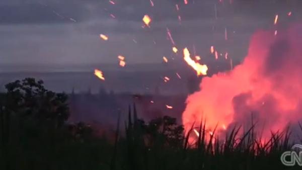 Así se ve la erupción del volcán Kilauea en las calles de Hawai