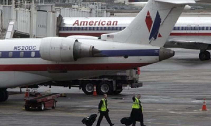 Los altos sueldos que perciben los trabajadores han mantenido a American Airlines en números rojos. (Foto: AP)