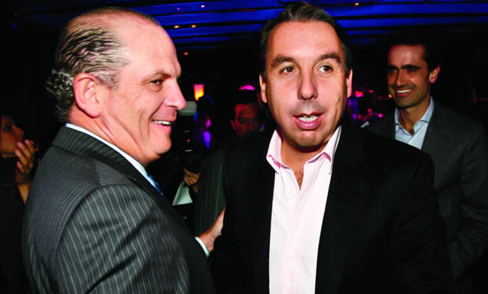 Emilio fue el primero de la dinastía Azcárraga en acabar con los privilegios que brindaba la empresa a sus empleados, desde el 2000 impuso un drástico plan de ajuste que acabó con contratos de exclusividad, jets privados, sueldos abultados y grandes banqu