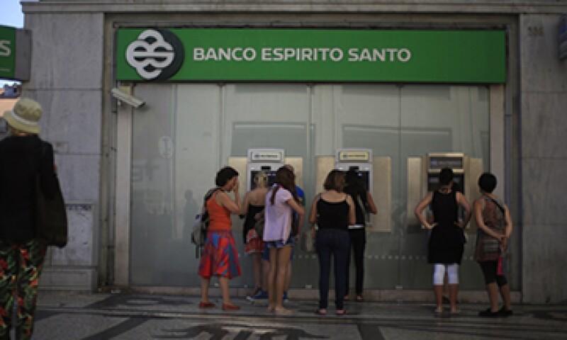 Según el plan de rescate, el Banco Espirito Santo dejará de cotizar en la Bolsa de Lisboa. (Foto: Reuters)