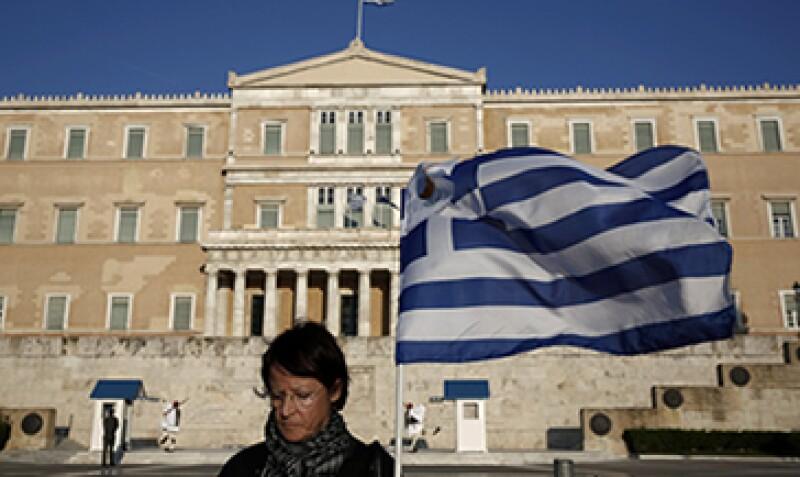Las bajas tasas de interés del BCE han evitado una tercera caída de la economía griega. (Foto: Reuters)