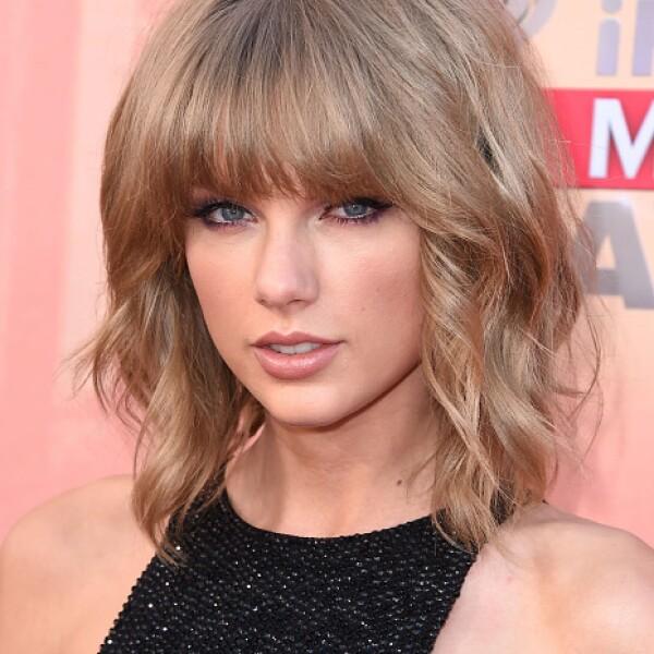 La cantante Taylor Swift empezó desde abajo pero conquistando a muchos. Se ha convertido en una superstar, rompiendo récords con el álbum más vendido del 2014: su nuevo disco 1989. Definitivamente veremos mucho más de ella.