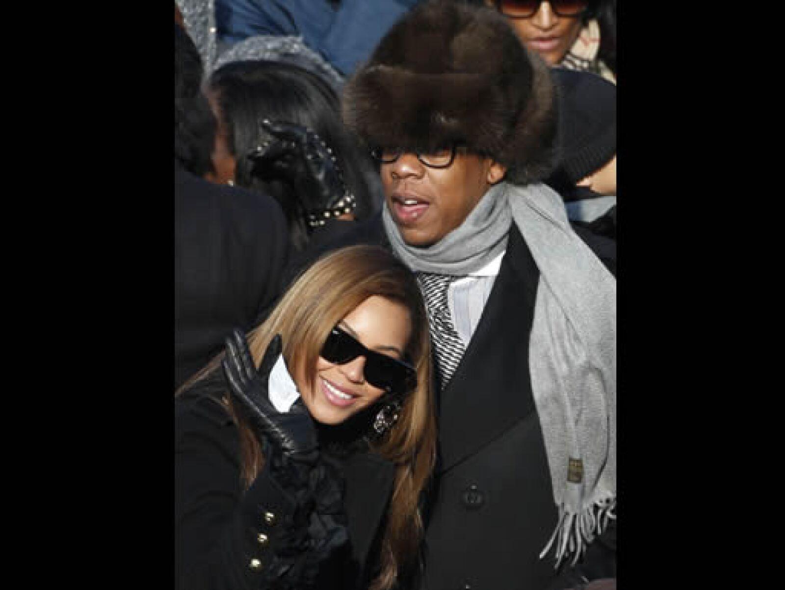 La cantante Beyoncé y su esposo, el rapero Jay-Z cuando esperaban el juramento.