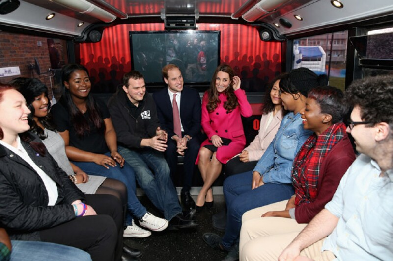 Los duques de Cambridge se mostraron muy humildes con las personas del sur de Londres, pues incluso se subieron a su autobús.