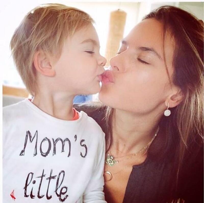 Kim Kardashian, Miranda Kerr y Alessandra Ambrosio nos han arrancado suspiros con fotografías que compartieron en compañía de sus bebés.
