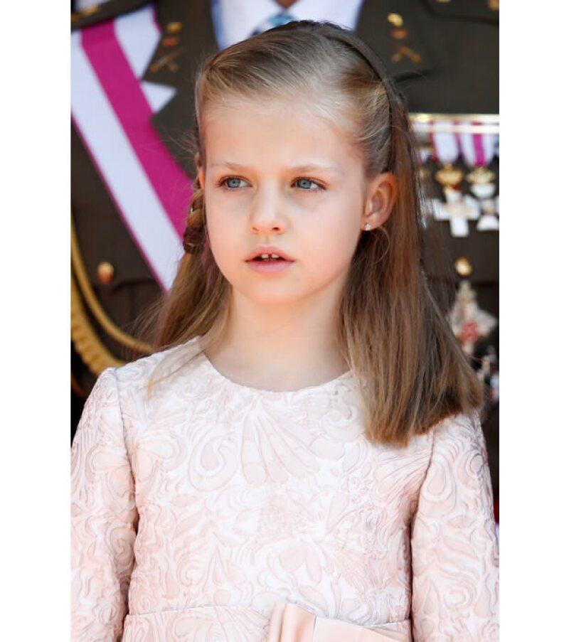 La heredera al trono de España hará la ceremonia religiosa como cualquier otro niño: en su colegio, con uniforme y sin mayor espectáculo.