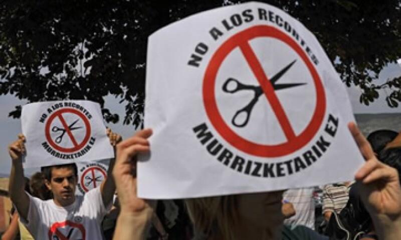 Jubilados, policías y otros posibles afectados por los nuevos recortes, preparan huelgas en Grecia. (Foto: Reuters)