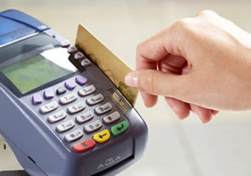 El saldo de cartera de las tarjetas de crédito reportó una variación negativa de 1.3%. (Foto: Photos to Go)