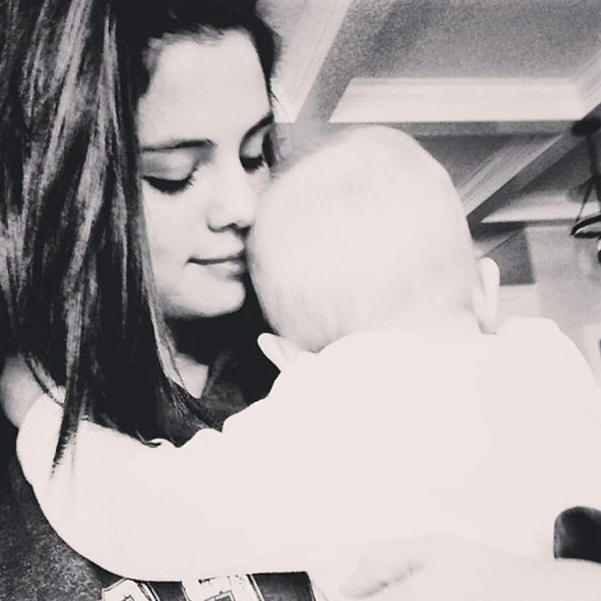 Selena Gomez tiene la mejor compañía para Navidad: su hermanita