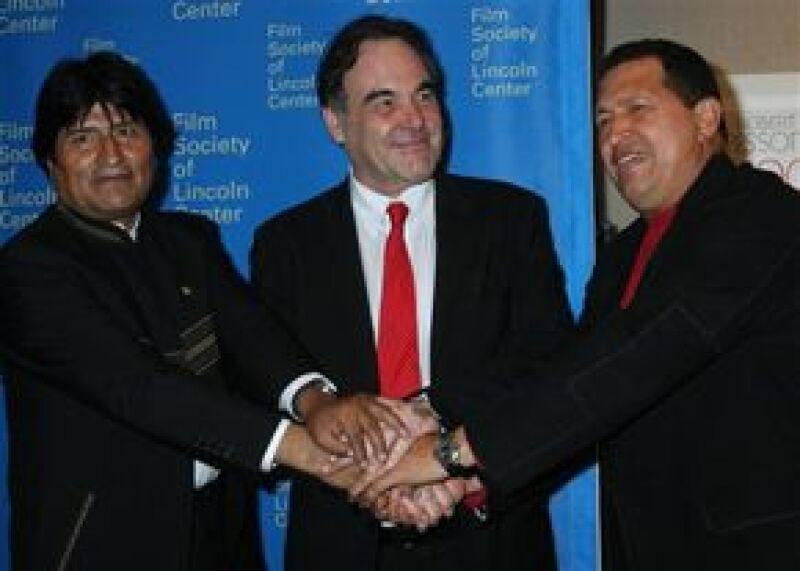 El presidente venezolano Hugo Chávez volvió a acompañar al director de Al sur de la frontera, la cual se presentó esta vez en Estados Unidos con un nuevo invitado, su homólogo boliviano Evo Morales.