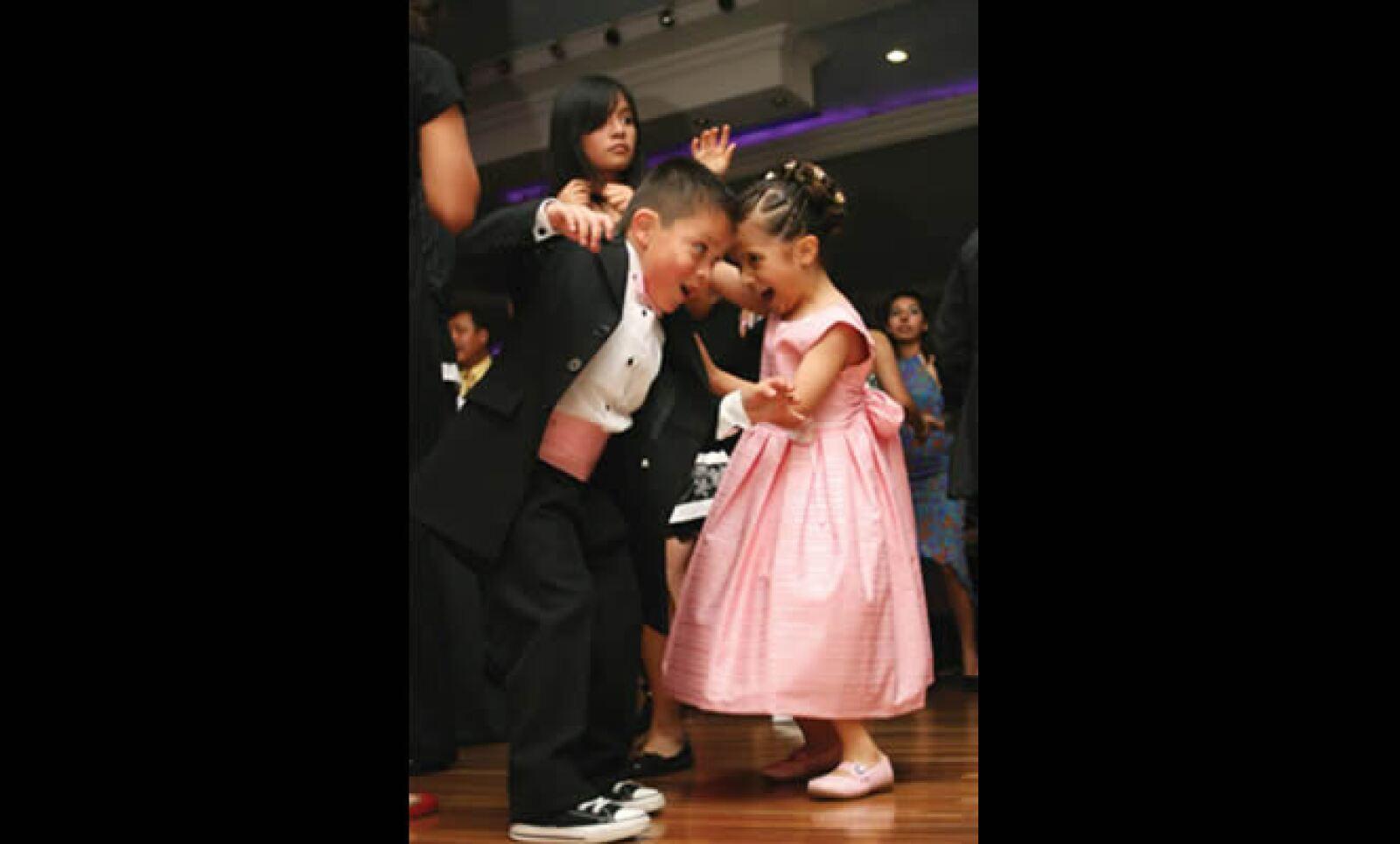 """Las fiestas y el baile son esenciales para Guillermo López quien con su cámara muestra la algarabía del salón de eventos """"Alvi"""" del DF.  Del mismo modo, tuvo un premio de 6,000 dólares."""