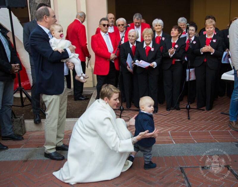 A un año de su nacimiento, Jacques, heredero al trono de Mónaco, ya camina.
