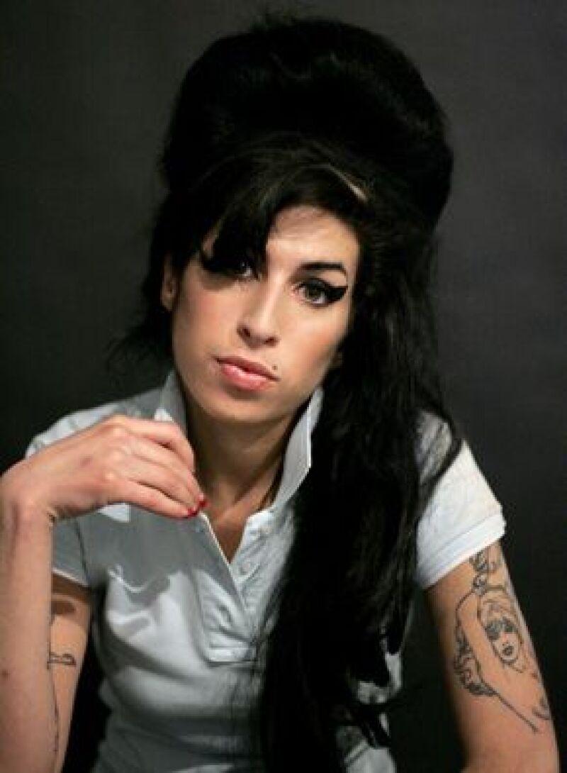Amigos de la cantante temen que se haya dañado la voz debido a su estilo de vida, lleno de alcohol y drogas.