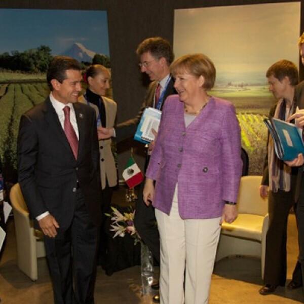 El presidente se reunió con la canciller germana en Chile, donde coincidieron en fortalecer el intercambio comercial y las inversiones entre México y Alemania.