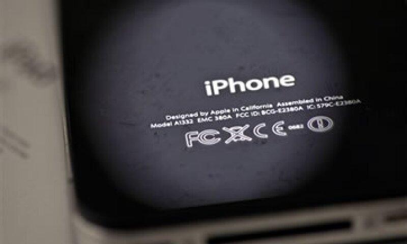 Apple está enfrentada con Samsung por litigios de patentes en al menos 10 países.  (Foto: AP)