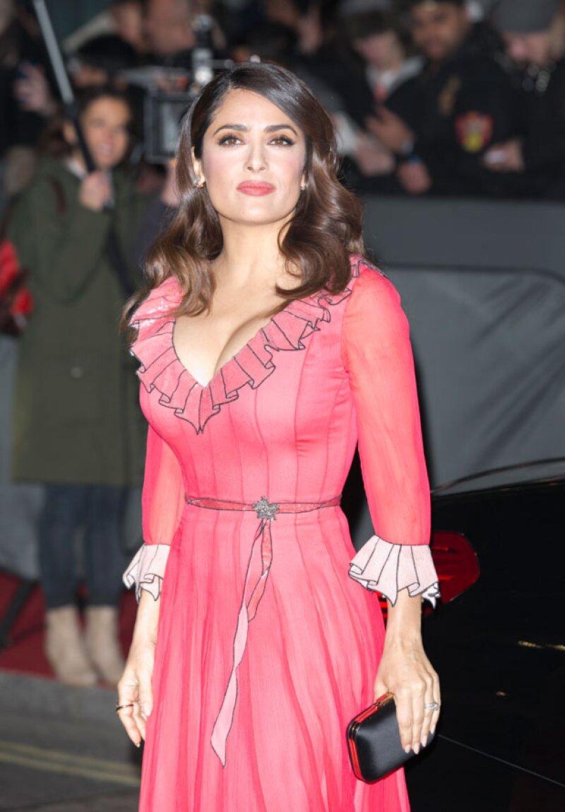 La actriz confesó que recurre a su masajista para que la ayude a mantener una joven apariencia y tensar la piel de su cara.