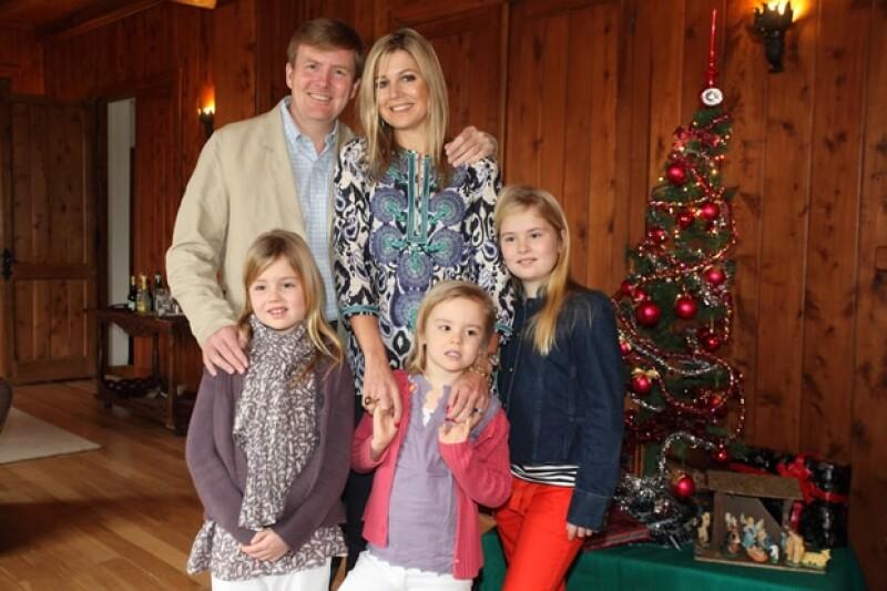 Máxima tiene una personalidad que gusta a los holandeses. Aquí con su familia completa.