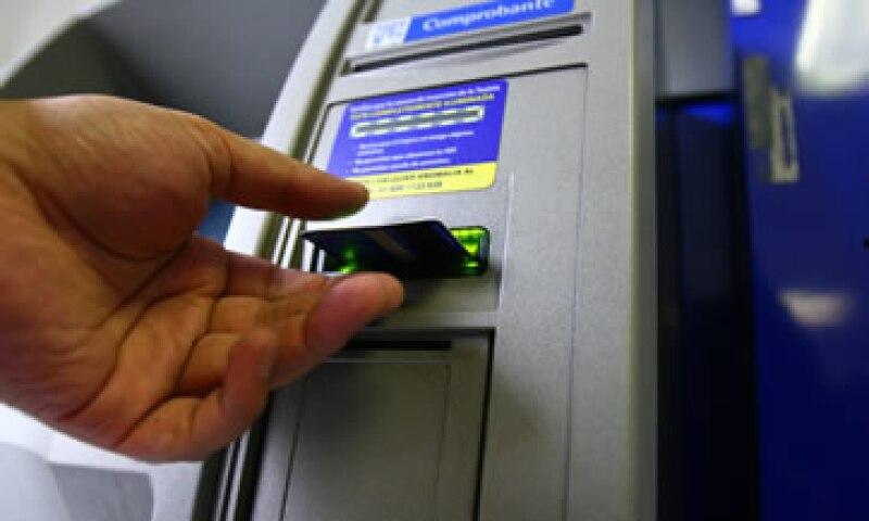 Cinco bancos controlaron 80% de los cajeros automáticos al cierre de 2013. (Foto: Cuartoscuro)