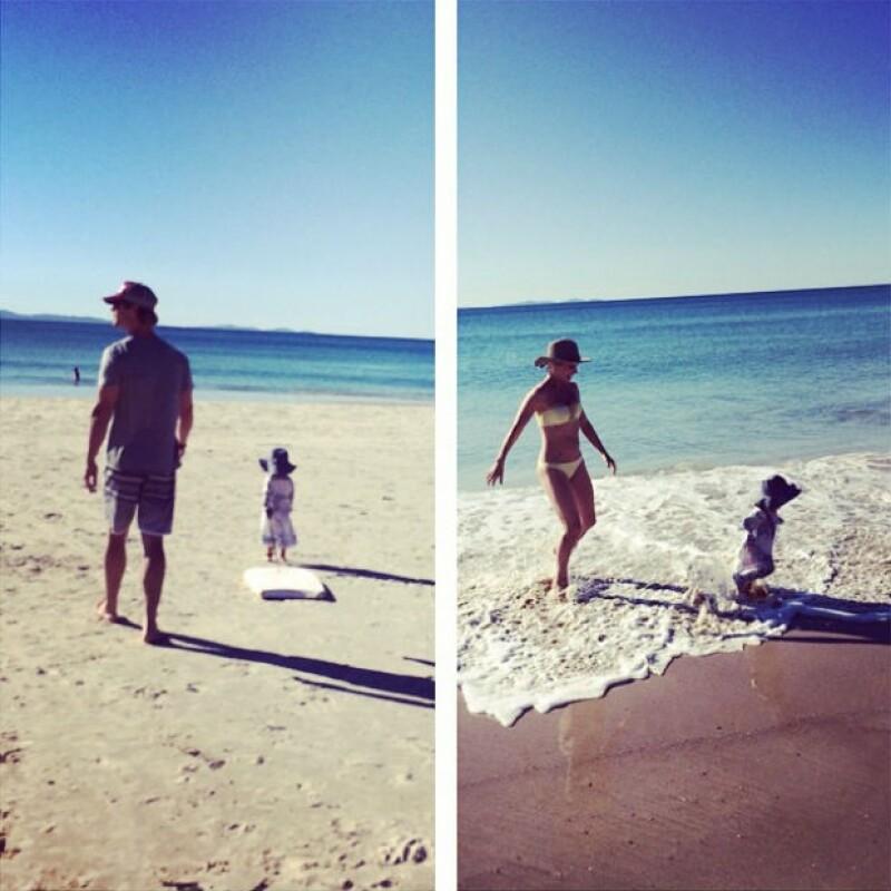 Una de las ventajas de vivir en California es que la familia puede salir a pasear por la playa.