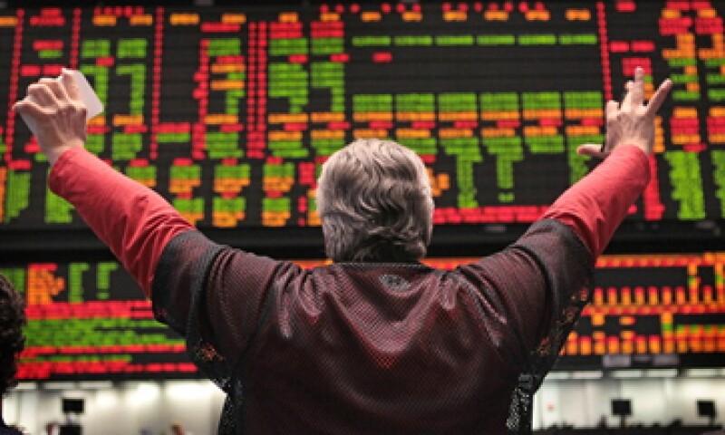 Con un rendimiento anual de 4%, en una década tu dinero valdrá casi 50% más. (Foto: Getty Images)