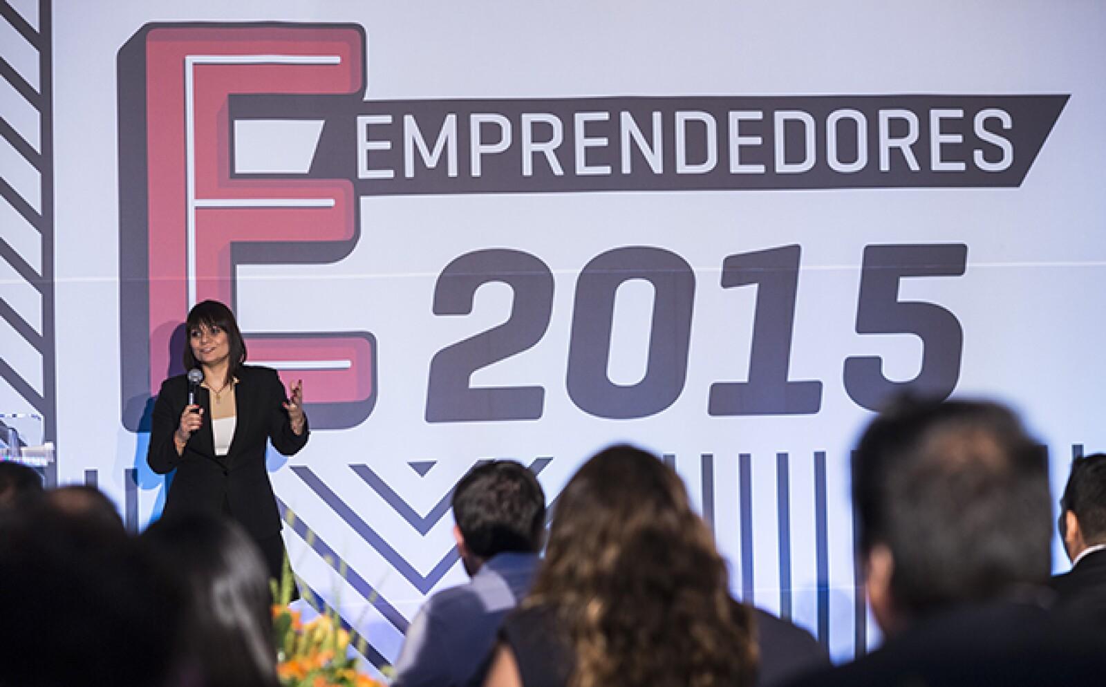 """La Directora general de Programas de Emprendedores y Financiamiento del INADEM, Adriana Tortajada, presente en el evento. """"Hace 10 años no había oportunidades como ésta. Disfruten el viaje, es una experiencia única"""", aconsejó a los emprendedores."""
