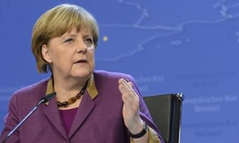 La canciller alemana, Angela Merkel, dijo que los bancos chipriotas hicieron generosas ofertas a los inversionistas para pagar altas tasas de interés por su dinero. (Foto: Reuters)