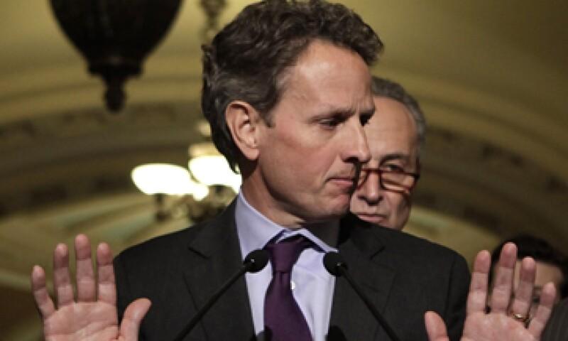 El anuncio de Timothy Geithner llega cuando la crisis de deuda en ambos lados del océano Atlántico llega a un punto delicado. (Foto: Reuters)