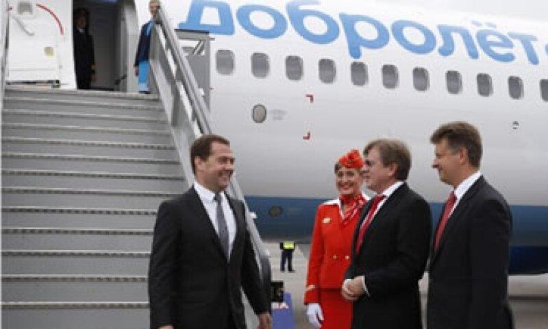 El primer ministro ruso, Dmitry Medvedev, estuvo en el lanzamiento de los vuelos entre Moscú y Crimea.  (Foto: Cortesía CNNMoney)