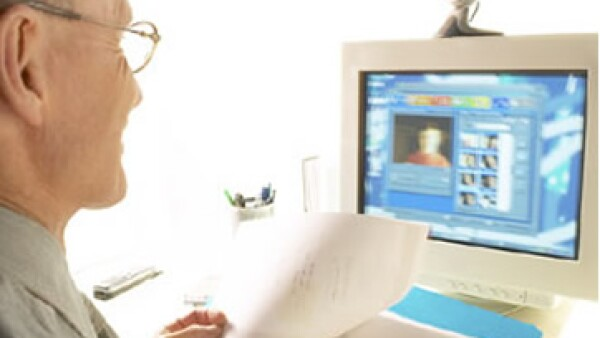 Al presentar postulaciones en una feria de empleo en línea debes investigar más sobre los empleadores que te interesen. (Foto: Archivo)