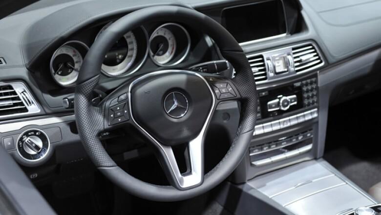 Vista del interior de la Cabriolet Mercedes Benz Clase E.