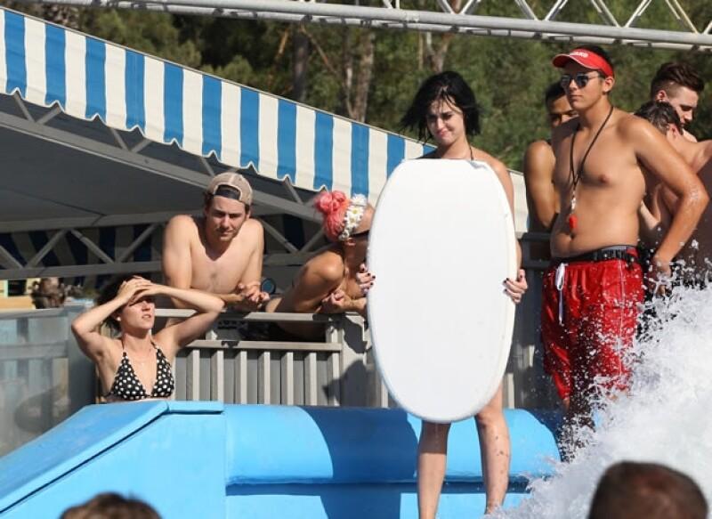 La cantante se encontraba divirtiéndose en un parque acuático hace unos días cuando la parte inferior de su traje de baño hizo que enseñara más de lo debido.