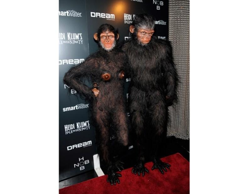 La top model sorprendió en su segunda fiesta de Halloween al presentarse como unos auténticos simios.