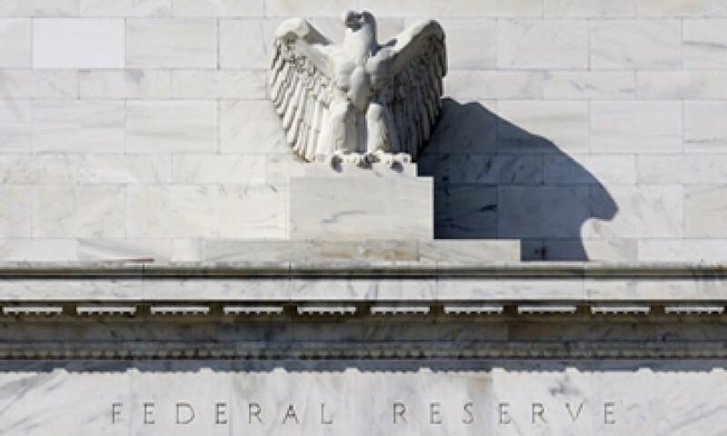 Las minutas revelaron que algunos miembros dijeron que la Fed podría tener que reducir o detener la compra de bonos antes de un repunte del mercado laboral. (Foto: AP)