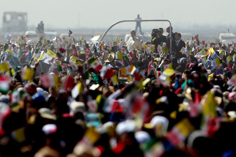 Ahí, se reunió con miles de fieles.