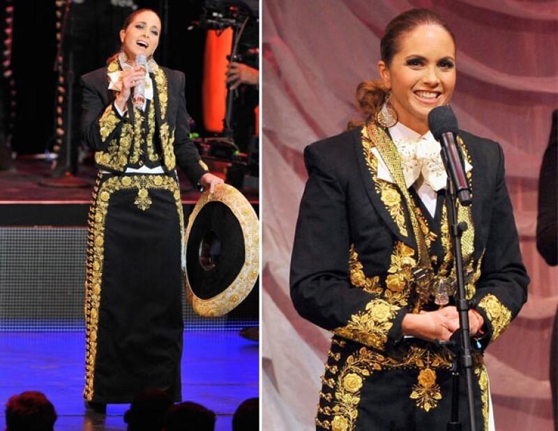 La cantante y los actores acudieron ayer a dichos premios en Washington D.C donde los mexicanos fueron reconocidos por su labor entre la comunidad latina.