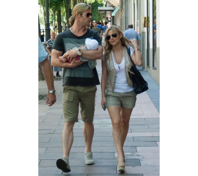 Chris y Elsa, de paseo con India Rose hace más de un año.