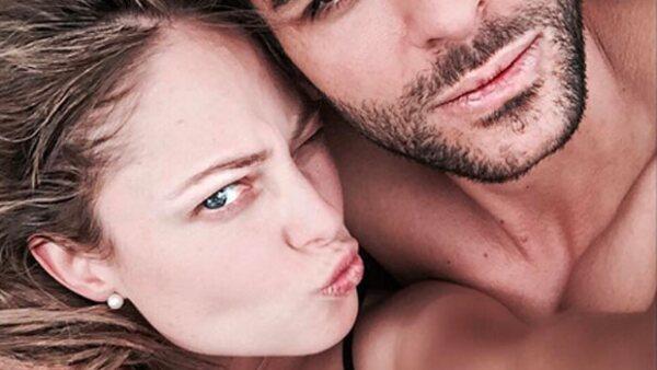 La conductora publicó en Instagram una imagen en la que aparece besando a un atractivo hombre del que por el momento se desconocen detalles.