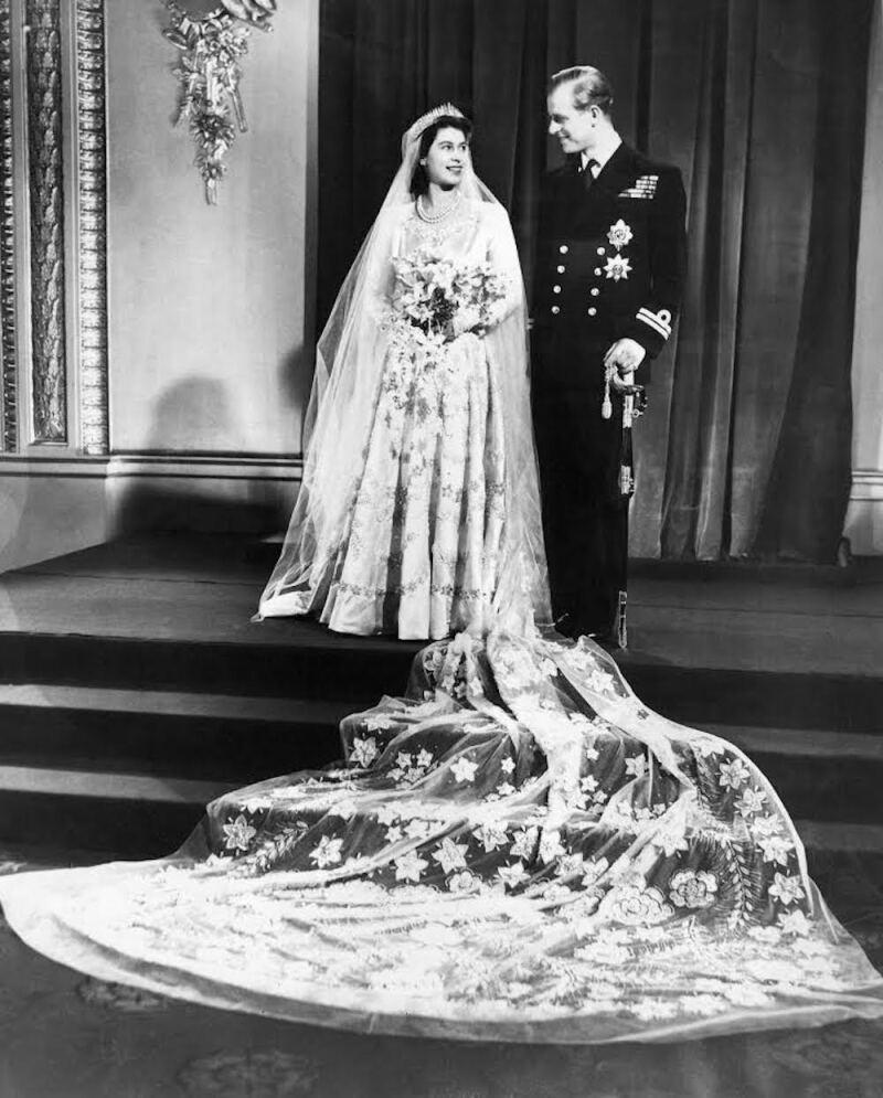 Detalles Poco Conocidos De La Confección Del Vestido De Novia De La Reina Isabel