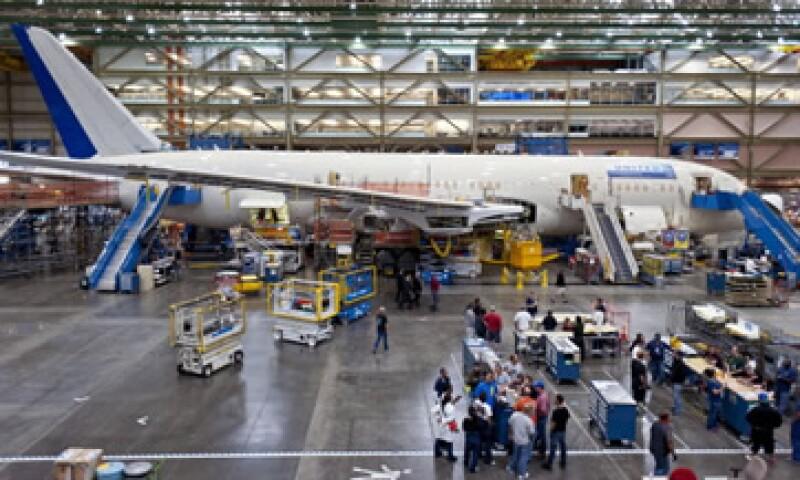 Las autoridades investigan un incendio que se produjo este mes en un modelo 787 de una aerolínea etiope. (Foto: Archivo)