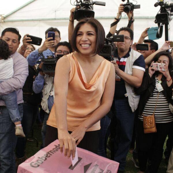 Cuando la candidata del PRD Roxana Luna emitió su voto estuvo acompañada por el senador Luis Miguel Barbosa. Denunció a funcionarios del estado de estar comprando votos con dinero en efectivo en los municipios