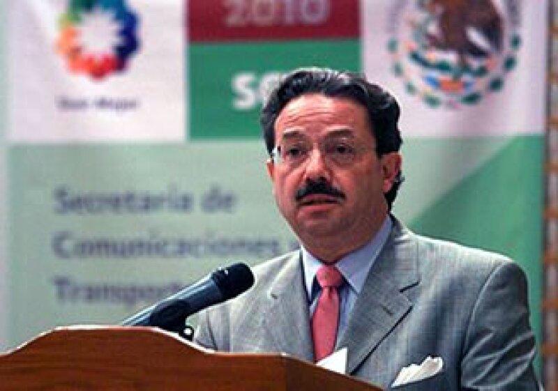 El titular de la SCT dio a conocer el informe del periodo 2007-2010. (Foto: Cortesía SCT)