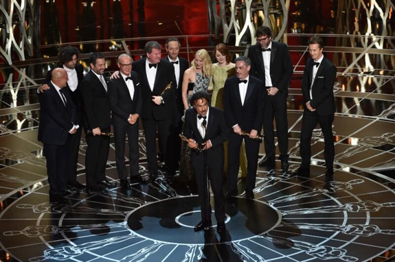 Colegas cineastas mexicanos y famosos nacionales celebraron con mucha alegría al director mexicano.