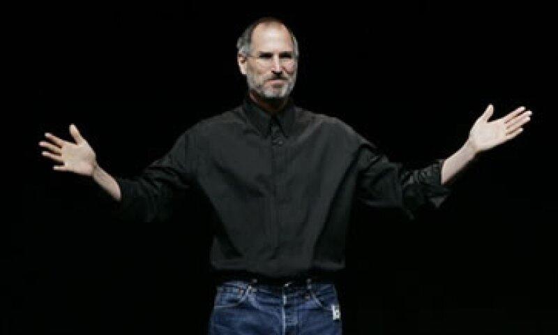 El libro sobre la vida del ex CEO de Apple, quien falleció el 5 de octubre, está apoyado en más de cuarenta entrevistas que Isaacson  realizó con el propio Steve Jobs. (Foto: AP)