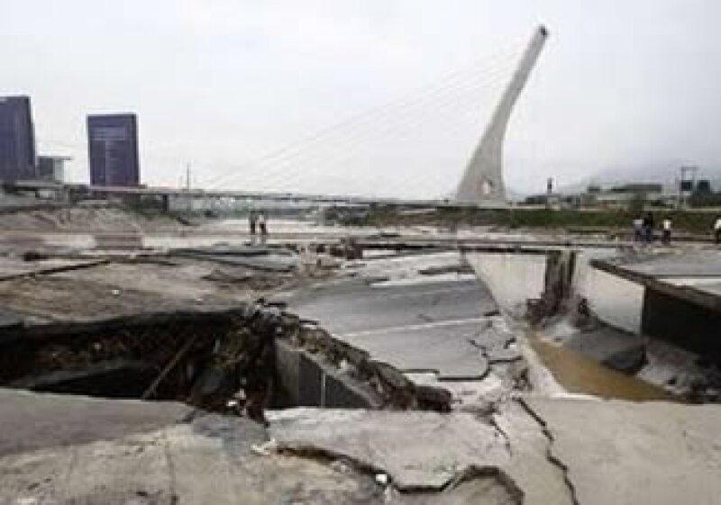 Los daños, como el ocasionado al puente en Santa Catarina, serán cuantificados. (Foto: Reuters)