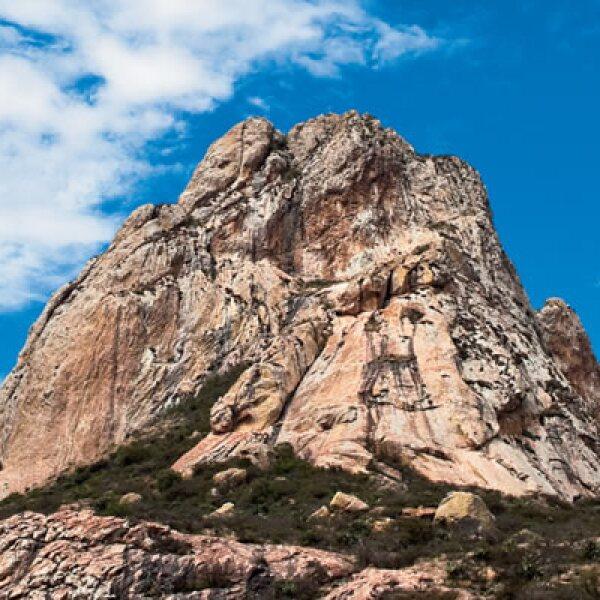 3.La Peña de Bernal  se localiza en el municipio de Ezequiel Montes, cerca de la ciudad de Querétaro. Es el tercer monolito más grande del mundo.
