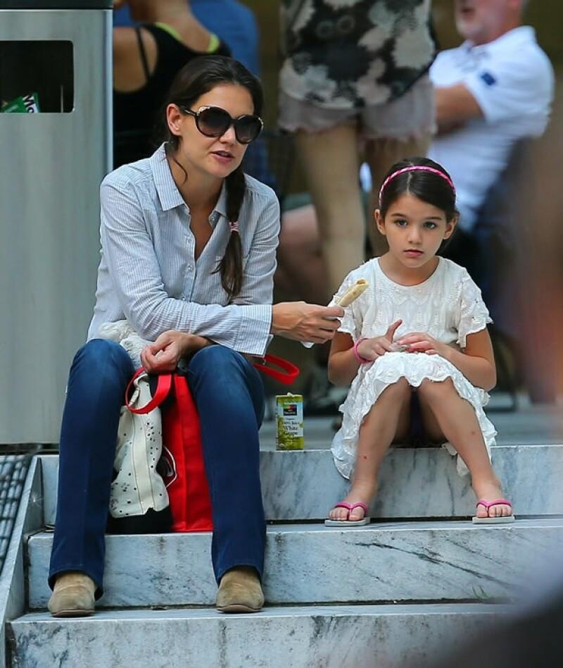 La actriz acude con un `entrenador de autoestima´ para superar su ruptura de Tom Cruise.